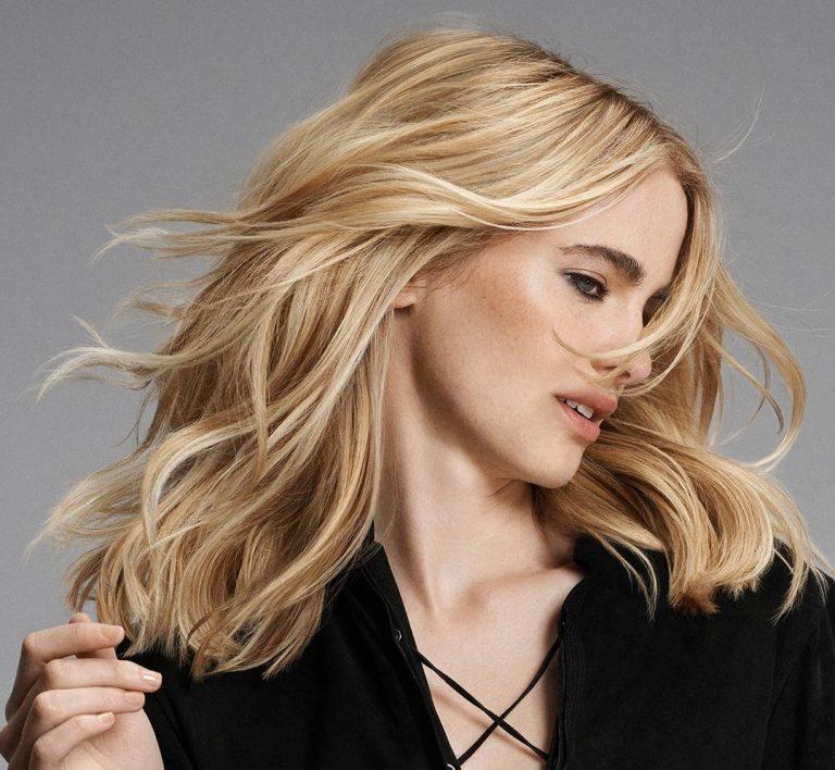 Trendfrisur Locken curls waves blonde Haare